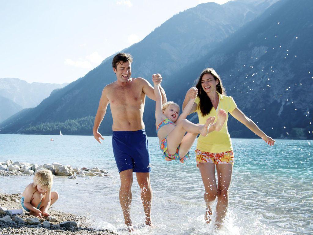 Badespaß mit der ganzen Familie am Achensee